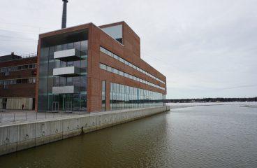 Vaasan Sähkö - Vaasa Elektriska byggnad vid havet