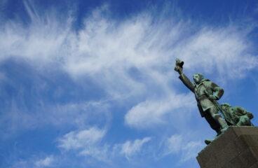 Frihetsstatyn i Vaasa - Vapaudenpatsas Vaasassa