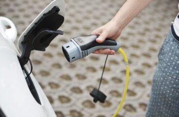 sähköautojen lataus
